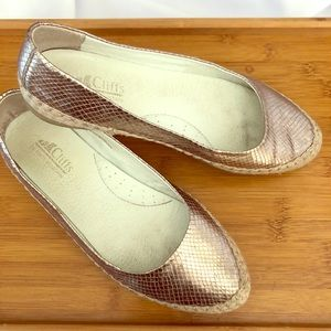 Cliffs Metallic Gold Scale Espadrilles, used for sale
